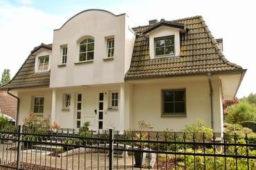 Wohnhaus mit Einliegerwohnung