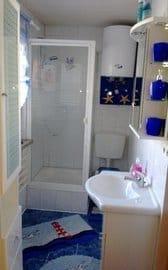 Bad mit Dusche , WC , Handtuchheizung