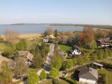 Unser Haus und Grundstück mit Blick auf den Bodden