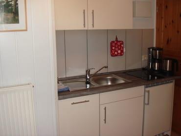 Moderne Küchenzeile mit Geschirrspüler