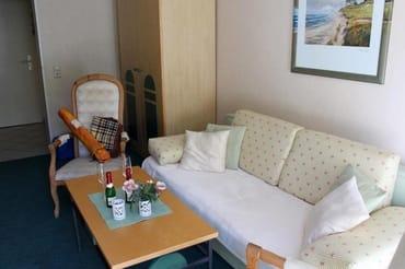 Im Appartement wartet auf Sie eine Strandmuschel zum Schutz vor Sonne und Wind und eine Stranddecke