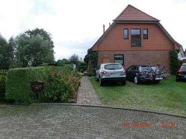 ein Parkplatz pro Ferienwohnung am Haus