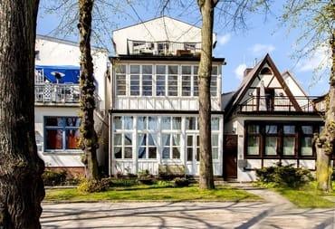 Das Haus von 1895.... Sie schauen sich gerade die unterste Wohnung an....