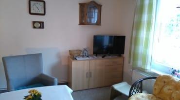 Wohnzimmer mit Kabel TV und WLAN