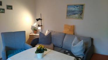 Kabel TV im freundichen Wohnzimmer