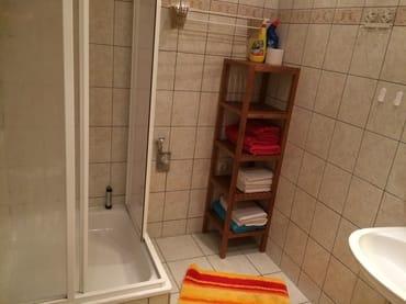 Bad mit Dusche der großen Ferienwohnung