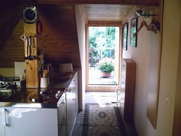 Küche mit Blick auf Terrasse