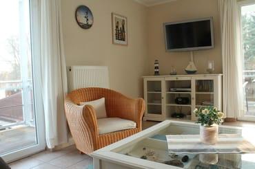 Wohnzimmer mit großem LED-Fernseher