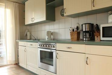 Komfortable Einbauküche mit allem, was man braucht