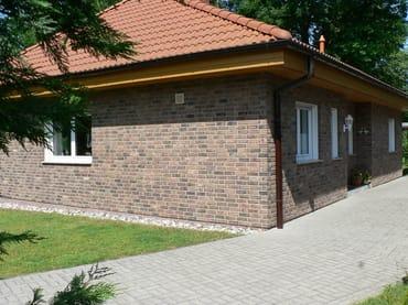 Großzügiges Ferienhaus mit Carport und Abstellraum für Fahrräder