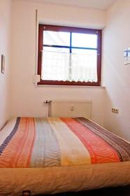Zweites Schlafzimmer mit Doppelbett, Fotonmatratze, ca. 1,40 m Breite