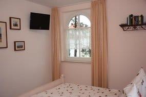 1. Schlafzimmer mit Bett 180x200 cm; 2. Schlafzimmer mit Bett 160x200 cm