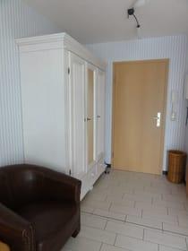 Eingangsbereich mit großem Kleiderschrank