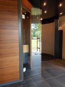 Sauna- und  Infrarotkabine sowie Saunadusche  im Nebengebäude