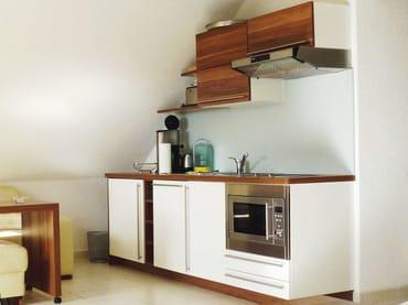 Küchenzeile mit Komplettausstattung (Geschirrspüler, Backofen, Ceranfeld, Kühlschrank mit Gefrierfach)