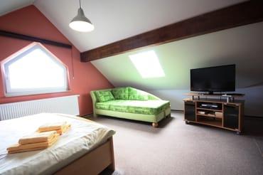 Schlafzimmer mit 2. TV
