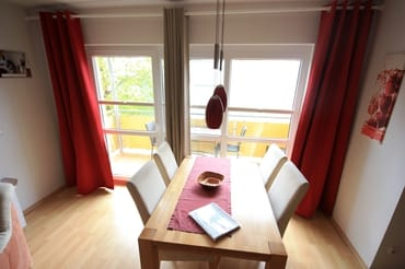 Eßecke mit Blick auf Balkon