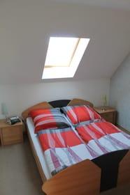 komplettes Schlafzimmer obere Etage