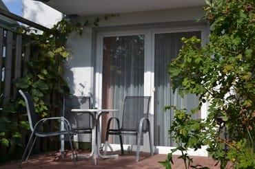 Die Terrasse der Ferienwohnung Vilm