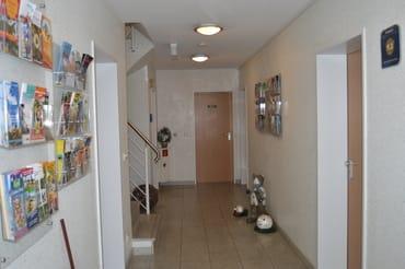 Eingangsbereich mit Info