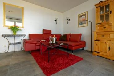 Wohn- und Esszimmer im mediterranen Stil.