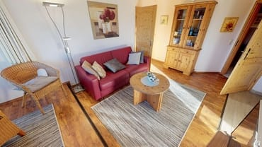 Wohnzimmer mit der variablen Ausziehcouch