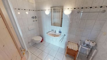 Bad mit Duschkabine