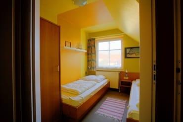 Schlafzimmer -klein- mit 2 Einzelbetten