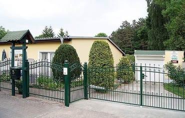 Eingang zur Ferienanlage