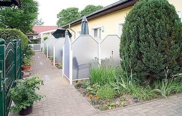Blick auf die Terrassen der Wohnungen 1-4
