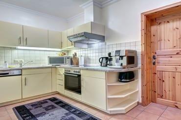 Küchenzeile mit Geschirrspüler & Backofen, Cerankochfeld