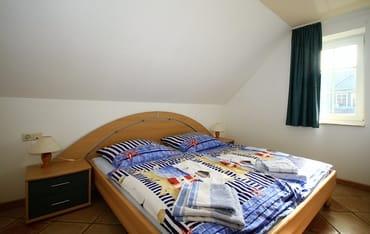 Schlafzimmer mit Doppelbett,180 x 200
