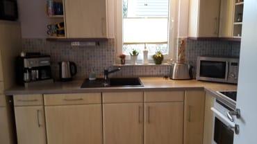 Küchenzeile (Kaffeemaschine, Wasserkocher, Toaster, Miktowelle, Geschirrspüler)