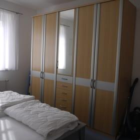Schlafzimmer: großer Kleiderschrank