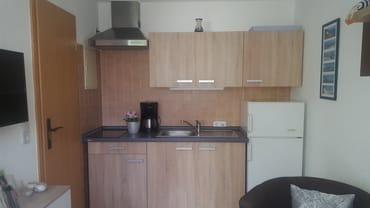 Küchenzeile und Flachbild TV