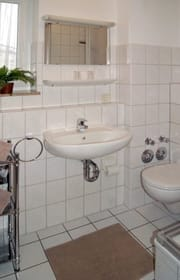 Bad mit Dusche/WC und Fenster