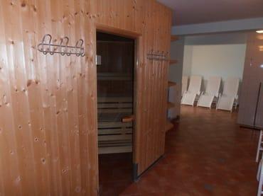 Große Sauna mit Ruheraum