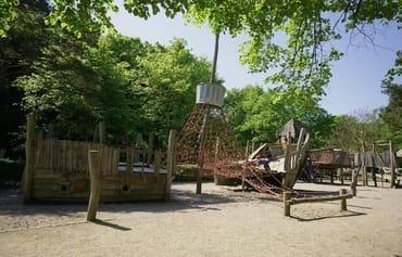 Piratenspielplatz auf der Strandpromenade ca. 10 Gehminuten von der FeWo entfernt
