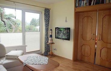 Wohnzimmer mit Flat-TV