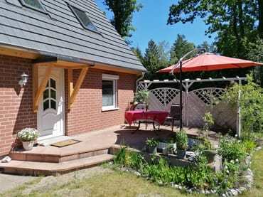 Terrasse wind- und sichtgeschützt, sonnig und ruhig
