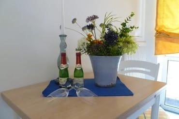 Liebevolle Accessoires und Willkommenssekt für Gäste