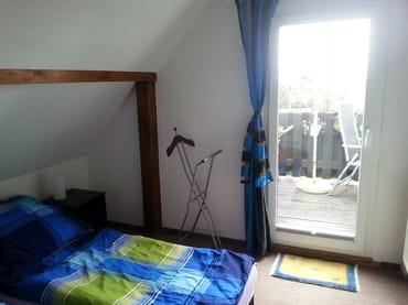 Schlafbereich mit Zugang zum Balkon
