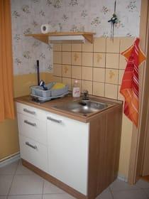 Miniküche mit 2-Platten-Kochfeld