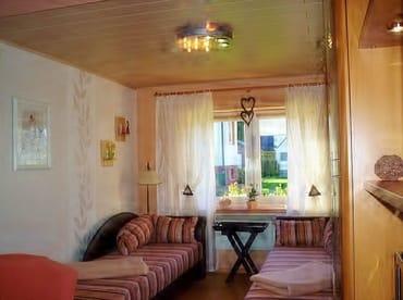 Wohn-Schlafzimmer mit 2 Sofaliegen