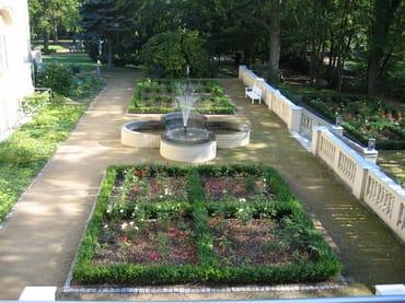 Der Rosengarten mit Springbrunnen