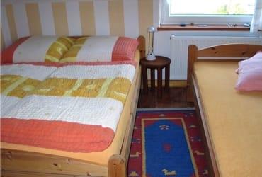 Platz für drei Person oder einfach mehr Bequemlichkeit für zwei - das Schlafzimmer