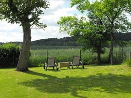 Herrlich entspannter  Blick über die Granitz. Ein herrlicher Platz zum sonnen und relaxen.