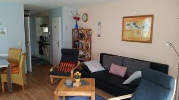 Wohbereich mit Blick auf das Sofa