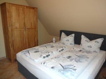 Schlafzimmer mit Boxspringbett