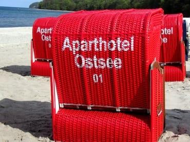 AHOI-Wohnung 402222-01 im Aparthotel Ostsee bietet im Sommer STRANDKORB 01